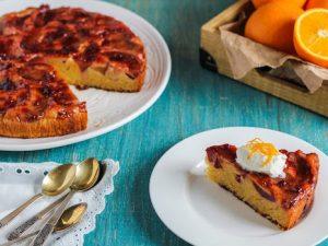 Вкусный и ароматный сливовый пирог