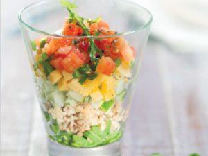 Салат с консервированным тунцом, сыром и помидорами