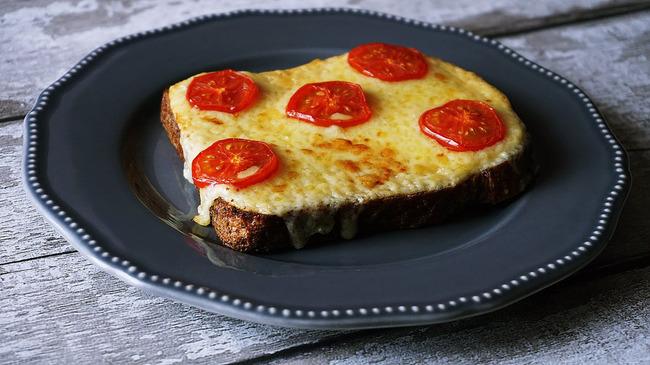 Бутерброды с плавленым домашним сыром и ветчиной
