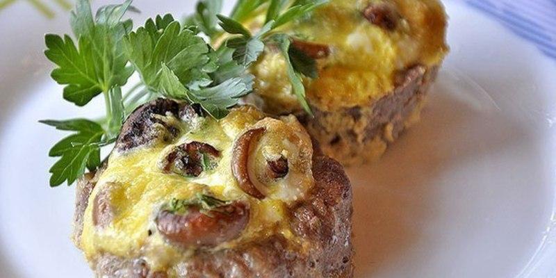 Мясные гнезда с грибами и сыром