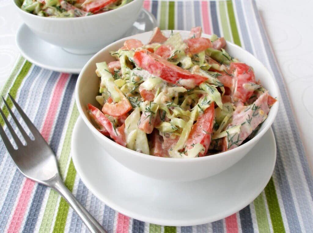 Салат с салями и овощами
