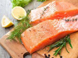 Самые простые рецепты салатов к рыбе