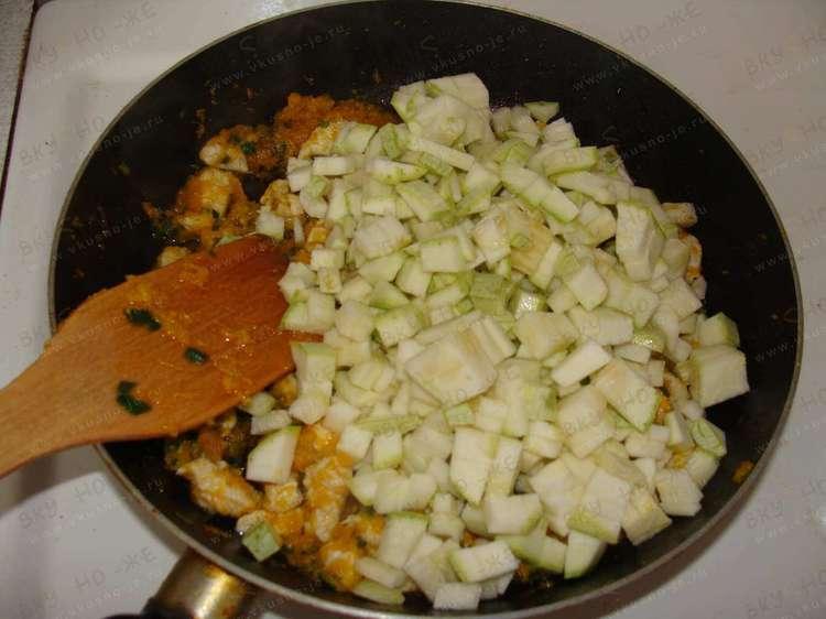 Мясо индюшки с фасолью и кабачками