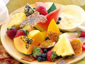 Полезный завтрак с экзотическими фруктами
