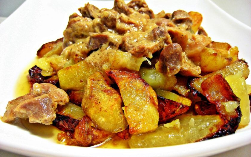 Мясо, запечённое с картошкой и грибами