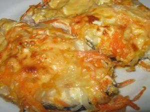 Скумбрия с морковью и луком запеченная в духовке