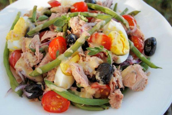 Диетический салат «Нисуаз» с консервированным тунцом