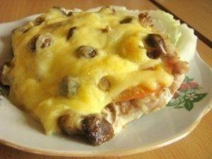 Мясо запечённое с грибами и сыром по купечески