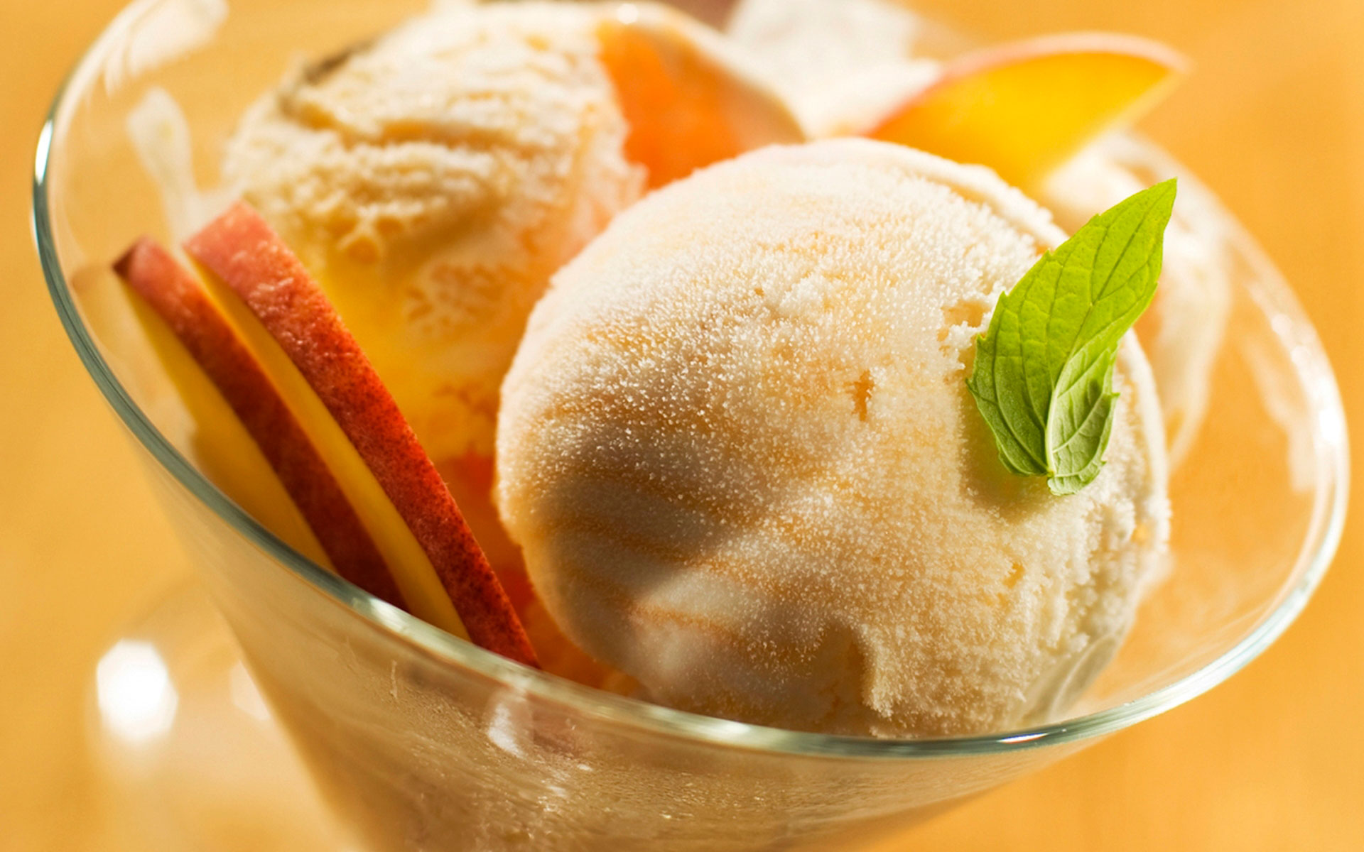 Десерт-мороженое крем брюле