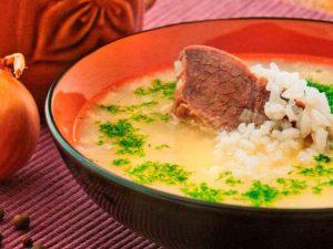 Суп с бастурмой и двумя видами риса