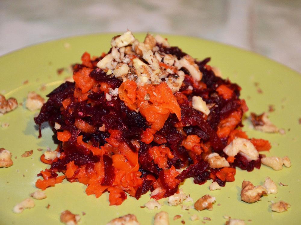 Салат из запеченной моркови и свеклы