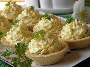 Тарталетки с еврейской закуской