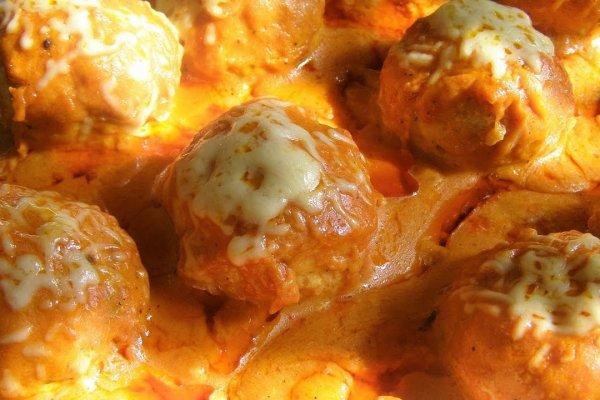 Тефтели под томатно-сметанным соусом в духовке