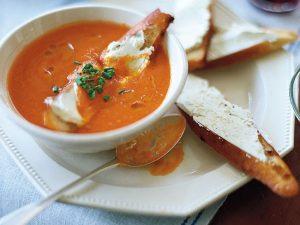 Персиковый суп с козьим сыром