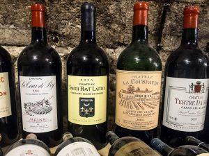 Бутылка вина в подарок — беспроигрышный вариант