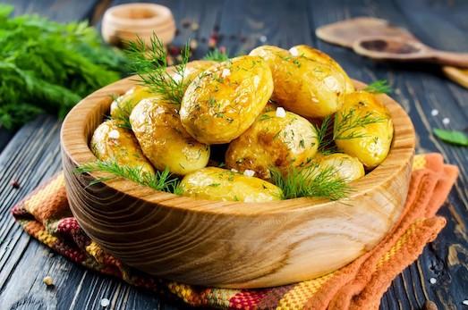 Салат с сардинами и спаржевой фасолью