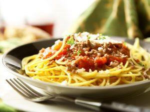 Как приготовить спагетти и пикантный соус