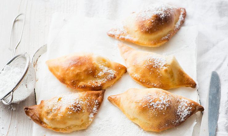 Пирожки из пресного теста с яблоками