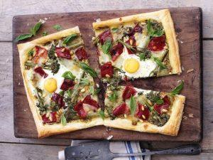 Быстрая пицца на слоеном тесте к завтраку