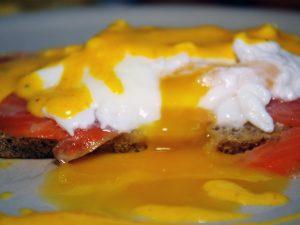 Яйца бенедикт с копчёным лососем