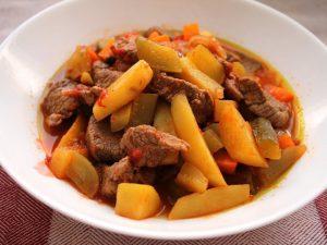 Азу по-татарски из баранины с картофелем в мультиварке