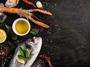 Салат с кальмарами и блинами