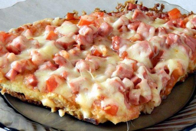 Простая пицца на сковороде с любой начинкой
