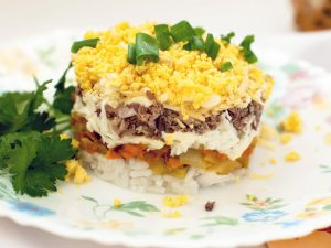 """Салат """"Мимоза"""": рецепт с рисом"""