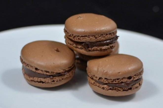 Шоколадные макаруны с шоколадным кремом
