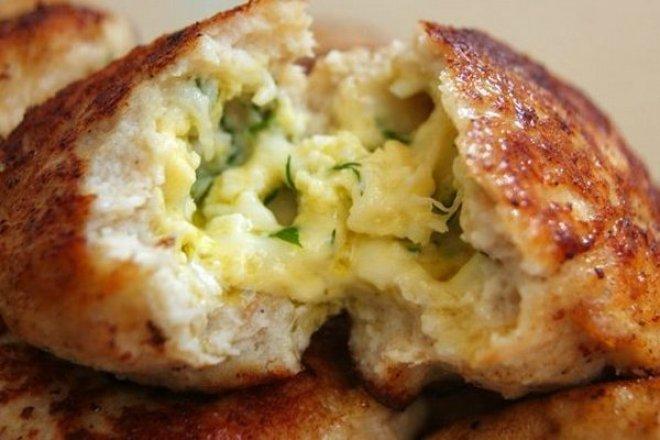 Куриные зразы с сырно-яичной начинкой