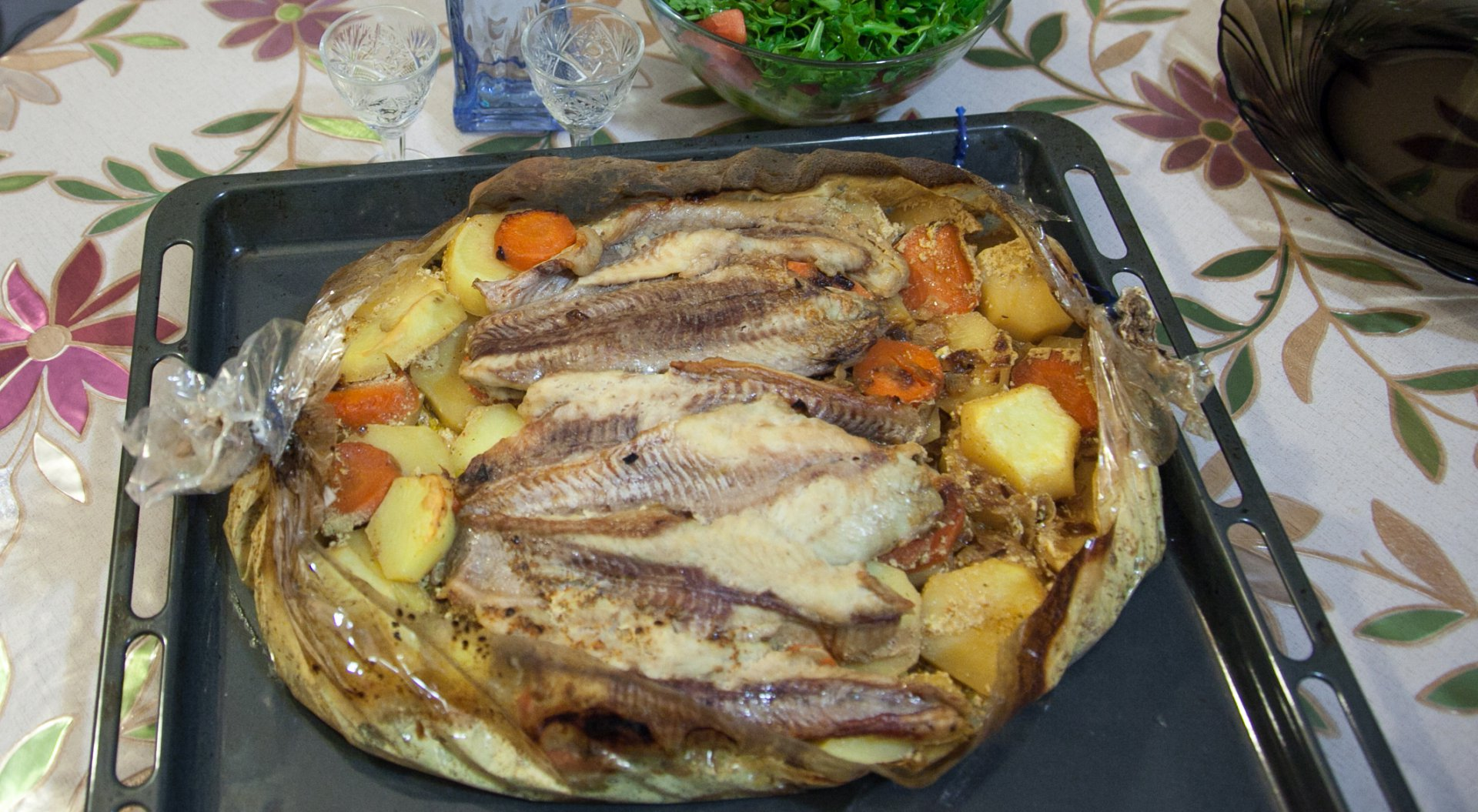 Рыба с картофелем, запеченные в «рукаве»