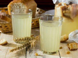 Квас из березового сока с сухофруктами