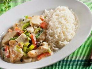 Филе из курицы с овощами и рисом