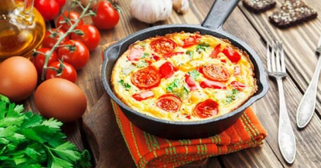 Омлет с помидорами — лучший завтрак для всей семьи!