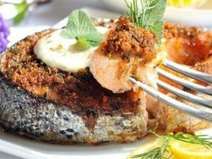 Сочный лосось со специями в панировке