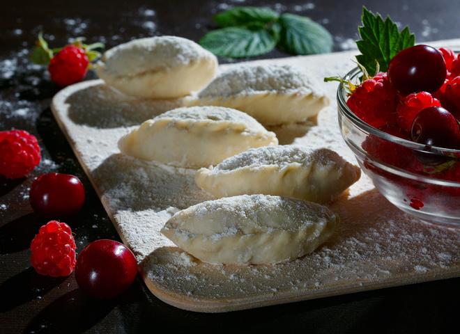 Вареники с малиной: рецепт летнего десерта