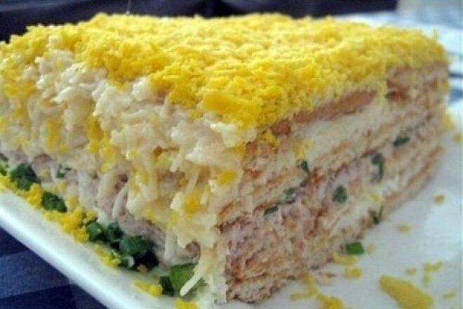 Торт-салат с сыром и крекером