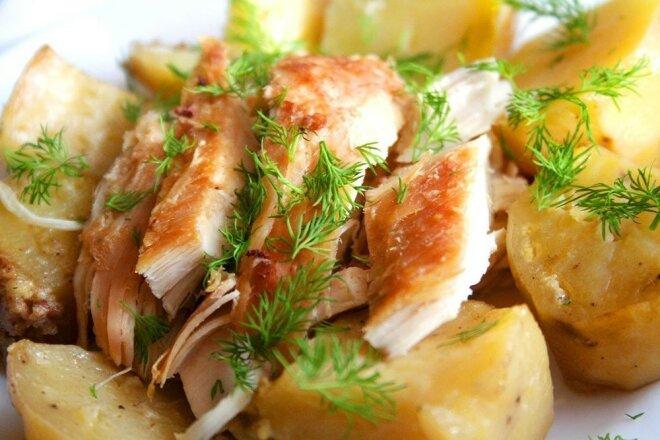 Курица с картофелем в сметане запеченная в рукаве