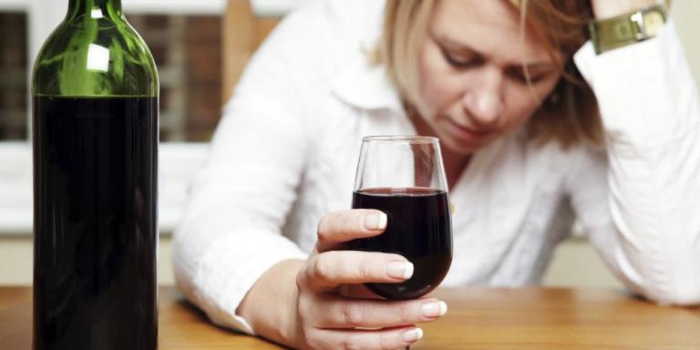 Как распознать алкоголизм вовремя