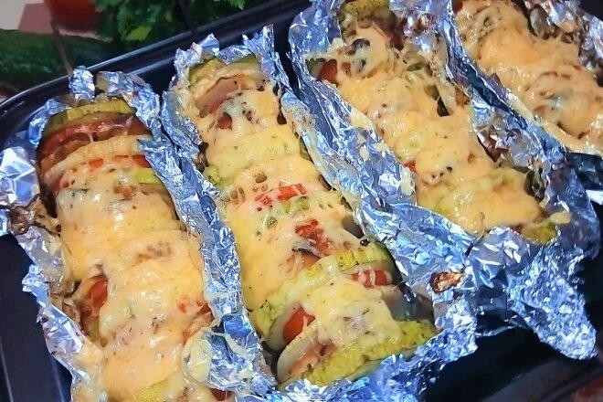 Овощи запеченные с куриным филе и сыром в духовке