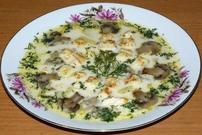 Сырный суп с куриным филе и шампиньонами