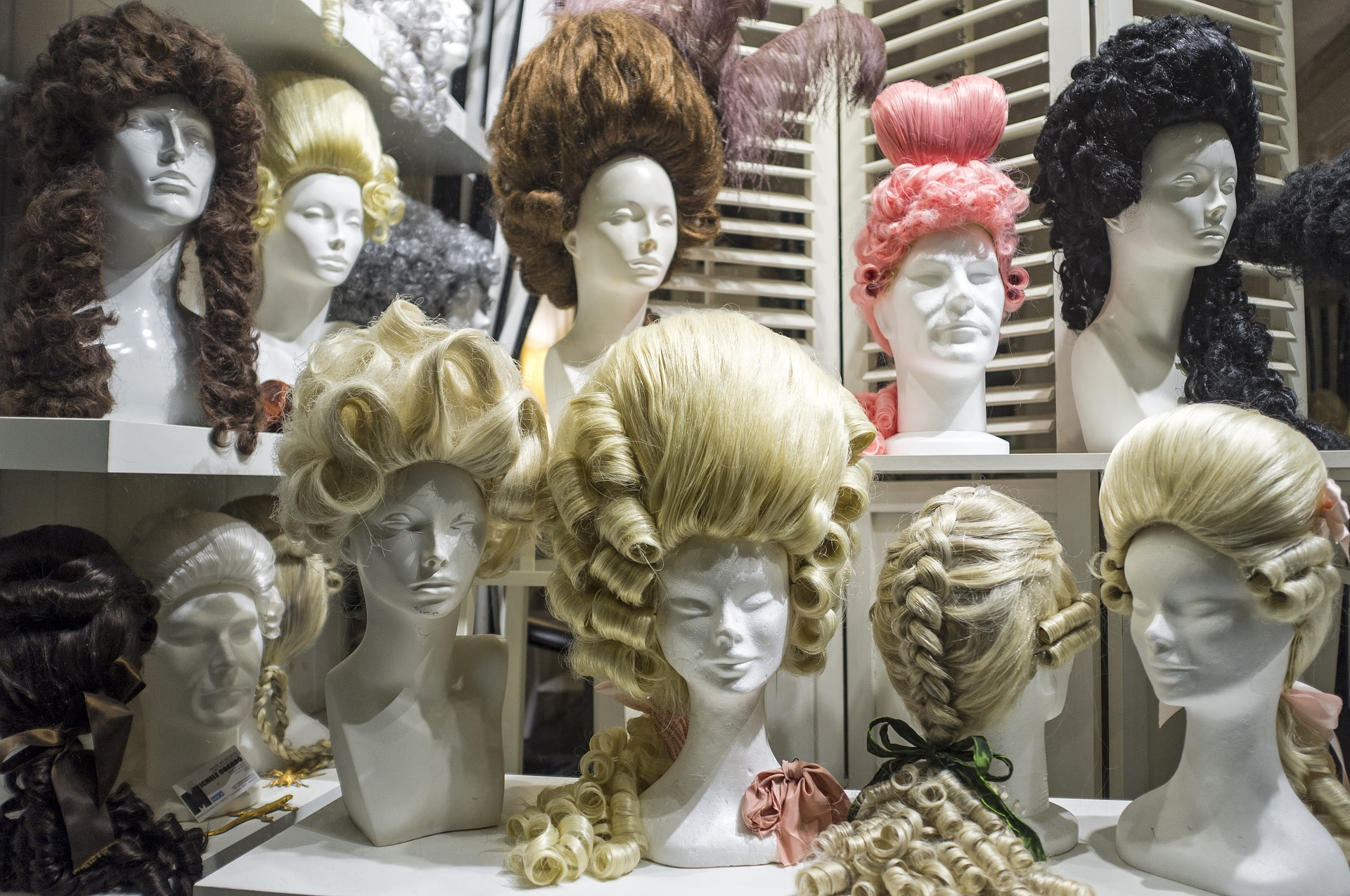 Исторические парики: импрессивность и необычность имиджа