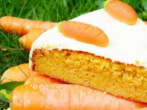 Морковно-банановый пирог с творожным кремом и корицей