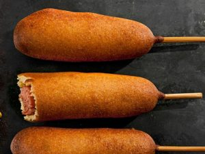 Корн-доги с копчёными колбасками