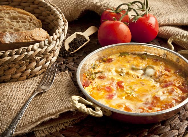 Турецкий омлет менемен: рецепт завтрака из яиц, который не надоедает