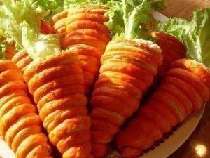 Морковки из слоеного теста