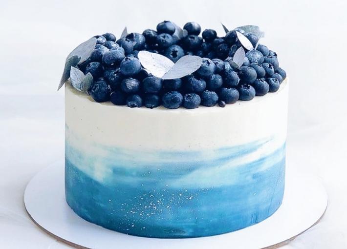 Синий торт с черникой