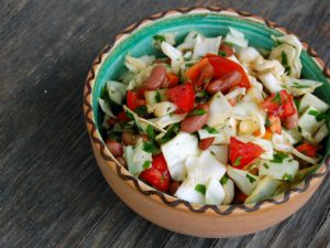Овощной салат с сельдереем с сыром