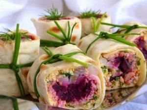 Сельдь с овощами в тонком лаваше