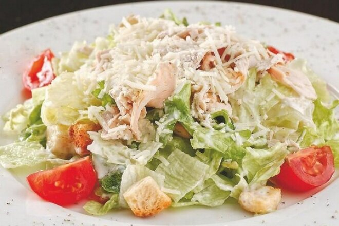 Домашний салат «Цезарь» с классическим соусом